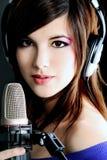 女孩歌唱家 免版税图库摄影
