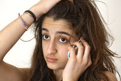 女孩沉思电话 免版税库存图片