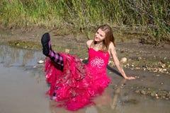 女孩泥泞正式舞会的礼服 免版税库存照片