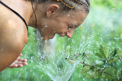 女孩洗涤物 图库摄影