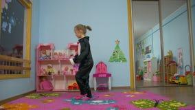 女孩活跃跳绳 影视素材