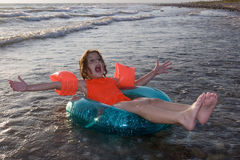 女孩海洋使用 免版税库存照片
