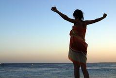 女孩海边 免版税库存图片