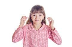 女孩清洗耳朵棉条 免版税库存图片
