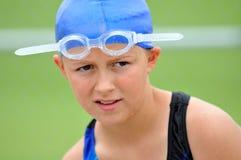 女孩游泳者年轻人 免版税库存图片