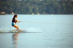 女孩滑雪水年轻人 免版税库存照片