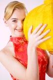 女孩灯笼微笑的黄色 免版税库存照片