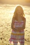 女孩照明设备日落 免版税库存图片