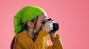 女孩照片采取 免版税图库摄影