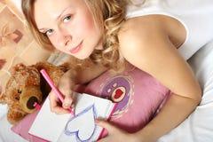 女孩爱年轻人 免版税库存照片