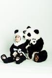 女孩爱恋的熊猫 库存照片
