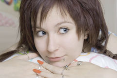 女孩狡猾的年轻人 免版税库存照片