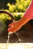 女孩现有量开发洗涤液 库存照片