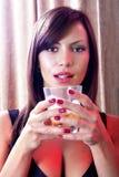 女孩玻璃威士忌酒 库存照片