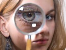 女孩玻璃扩大化 免版税库存图片