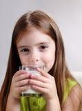 女孩玻璃牛奶 免版税库存图片