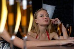 女孩玻璃酒 免版税图库摄影
