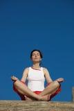 女孩瑜伽 免版税图库摄影