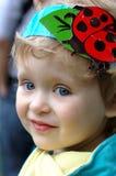 女孩瓢虫微笑 库存图片