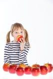 女孩用在白色背景的苹果 库存照片