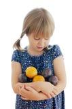 女孩用在空白背景的李子 免版税库存照片