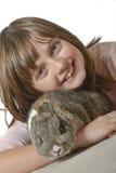 女孩用小的兔子 图库摄影