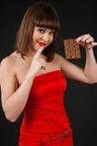 女孩用巧克力 免版税图库摄影