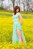 女孩用春天,夏天方式  免版税库存图片