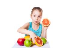 女孩用果子 免版税库存图片