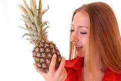 女孩用查出的菠萝 图库摄影