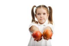 女孩用桔子 免版税图库摄影