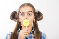女孩用糖果 图库摄影