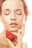 女孩用草莓 免版税图库摄影
