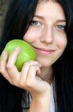 女孩用绿色苹果 图库摄影