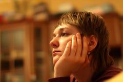 女孩电视注意 免版税图库摄影