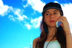 女孩电话年轻人 免版税库存照片