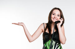 女孩电话微笑的告诉 免版税图库摄影