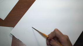 女孩画与铅笔,做剪影和概述 特写镜头 16 影视素材