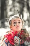 女孩画象美洲印第安人服装的  库存图片