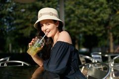 女孩的图片帽子的有玻璃的 免版税库存图片