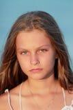 女孩的纵向日落的 免版税库存图片