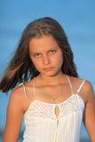 女孩的纵向日落的 免版税图库摄影