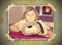 女孩的葡萄酒图片有玩具熊的 免版税库存图片