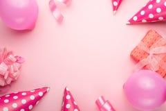 女孩的辅助部件桃红色背景的 邀请,生日,少女时代党,婴儿送礼会概念,庆祝 横幅为让 免版税库存图片
