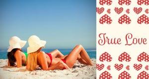 女孩的综合图象海滩和华伦泰词的 免版税库存图片