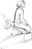 女孩的黑白剪影坐公园长椅 免版税图库摄影