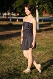 女孩的画象在公园 免版税库存照片