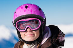 女孩盔甲滑雪微笑 图库摄影