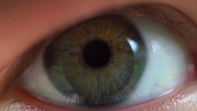 女孩眨眼睛眼睛英尺长度紧密  影视素材