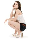 女孩短裤坐 免版税图库摄影